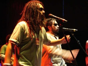 contratar a mensajeros reggae